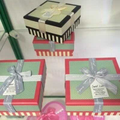 Подарочная коробка с бантом 11х11х5,5 см №1025